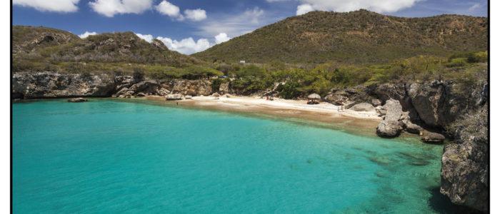 Einsamer Strandtauchplatz im westen. Playa Jeremi aus dem Tauchreiseführer