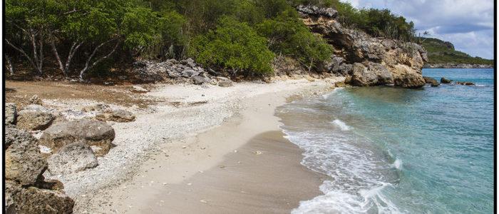 Einsamer Sandstrand und Tauchplatz in San Juan mit dem Namen Boca Grandi